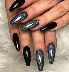 Holographic nails – what are they, how many types are on the market, how do they work. What to choose between holographic nails and chrome nails. Holographic Nails Acrylic, Bright Summer Acrylic Nails, Black Acrylic Nails, White Nails, Pink Nails, Gel Nails, Black Chrome Nails, Black Sparkle Nails, Black And Purple Nails
