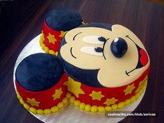 Foto priča o ravnoj torti — Coolinarika Birthday Cake Kids Boys, Cartoon Birthday Cake, Mickey Mouse Birthday Cake, Fiesta Mickey Mouse, Baby Boy 1st Birthday Party, Baby Birthday Cakes, Mimi Y Mickey, Bolo Mickey, Mickey Cakes