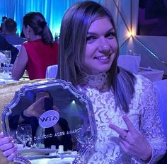 Simona Halep with Diamond Aces Award 2016