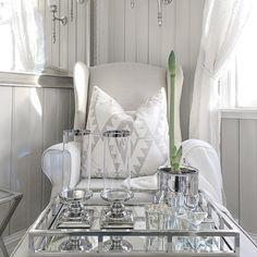 Speilbrett kun 799,- 🌲 Store, flotte hurricanestaker 299,- pr stk 🌲 Små stjernelykter fra Riviera Maison 129,-🌲 Putetrekk i sand 319,- 🌲 Ørelappstol 7999,- 🌲 www.sofiesvilla.no #sofiesvilla#nettbutikk#netshop#butikkitønsberg#butikkidrøbak#inspirasjon#inspo#interior#interiør#vakrehjem#home#homedecor#decor#myhome#interior123#interior125#shabbyyhomes#dreaminteriors#finehjem#homeadore#jul#christmas#interiorstyled#style#home#classy#classyhomes#lovelyinterior#decoration#vakrehjemoginterior Christmas, Xmas, Navidad, Noel, Natal, Kerst