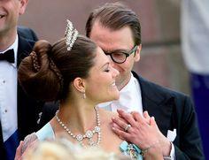 Les bijoux de la princesse Lilian de Suède portés au mariage de la princesse Madeleine - Noblesse & Royautés Quant à la princesse héritière Victoria, elle arborait pour la première fois un diadème et un collier de sa tante.