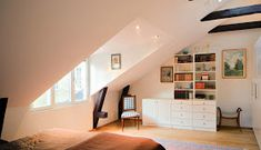La Buhardilla - Decoración, Diseño y Muebles: Magnifico ático en Suecia Stairs, Loft, Interior Design, Bed, Furniture, Home Decor, Chill, Santa Cruz, Big Windows