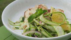Salade d'asperges, menthe, feta et poulet grillé Ceviche, Green Beans, Zucchini, Salads, Good Food, Voici, Keto, Dishes, Chicken