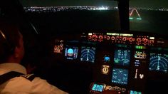 """Desde la cabina de uno de nuestros aviones. Siempre viajando con la mejor tecnología :) 03/05/2013 Noe Castillo @NC_Aviacion """"Aterrizando en Mérida, vista de la Cabina de Pilotos en un A320 de @interjet_mx #PinInterjet"""""""