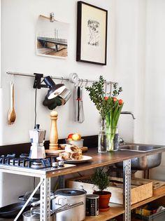 simple low budget kitchen diy http://www.butinthemeantime.com/