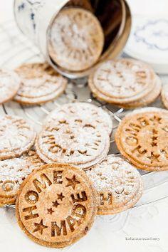 I have this cookie stamp. I need to use it!  BABS (R)EVOLUTION: Biscotti con zucca e [volendo] cioccolato - buoni e sani