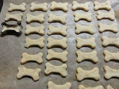 Jak upéct sušenky pro psy   recept Cooking Lamb Chops, Pet Dogs, Dog Cat, Pro Cook, Cooking White Rice, Cookie Cutters, Homemade, Cookies, Food