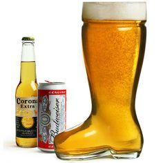"""Vaso Gigante de Cerveza con forma de Bota. Siguiendo la tradición y la leyenda de los alemanes Bierstiefel, llega la bota que dio el """"inicio de la cerveza"""". Beber de una bota vieja apestosa era una tradición que le daba sabor a la cerveza.Características del producto:Capacidad: 800 mlLavado a manoFabricada en Cristal"""