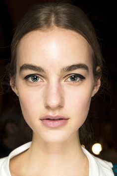 The best place to spot autumn/winter big beauty trends first? Backstage at the shows, of course - where the magic happens. Zoom in on every hair and make-up look here Daily Beauty, Best Beauty Tips, Beauty Hacks, Beauty And The Beat, Beauty Makeup, Hair Makeup, Runway Hair, Show Beauty, Models Makeup