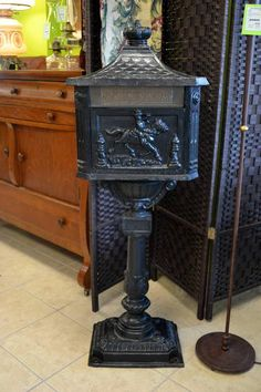 Beautiful Black Cast Iron Mailbox - need this for my house!