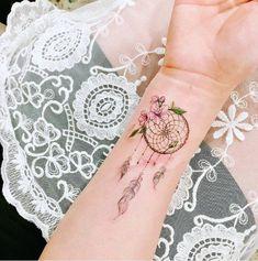 Tattoos for women: Ideas, photos and designs full of meaning! - Tattoos for women: Ideas, photos and designs full of meaning! Mom Tattoos, Wrist Tattoos, Sexy Tattoos, Tattoos For Women, Tatoos, Feather Tattoos, Skull Tattoos, Body Art Tattoos, Dreamcatcher Tattoos