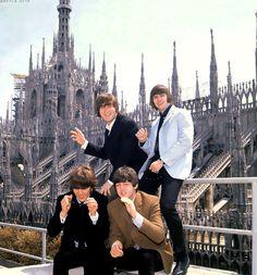 John Lennon, Richard Starkey, George Harrison, and Paul McCartney in Italy xD