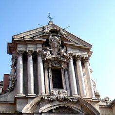Broken Pediment | Rome - Italy
