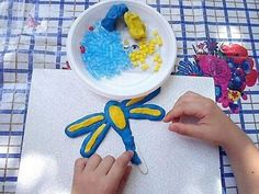 Con plastilina y trocitos de pajitas. Playdough and straws