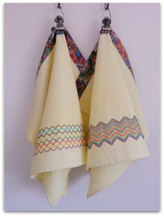 Vohvelipujotus - liiksaan pikkupyyhe? Swedish Weaving, Grow Bags, Textile Fabrics, Weaving Patterns, Bargello, Diy Christmas Gifts, Sewing For Kids, Hand Embroidery, Waffles