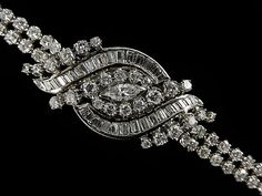 DIAMOND BRACELET WATCH  total carat weight approx.8 carats.