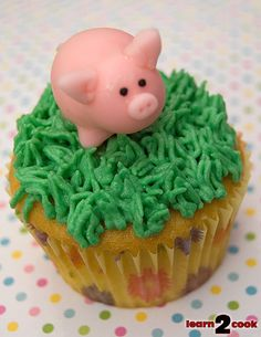 Piggy Cupcake by pikkopots, via Flickr