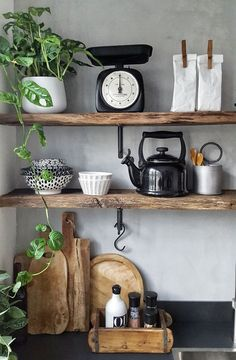 Das Holz in dieser Küche ist so schön in Kombination mit der Betonoptik Wand und fr … The wood in this kitchen is so beautiful in combination with the concrete look wall and fr … – Kitchen Corner, Kitchen Shelves, Wood Shelves, Floating Shelves, Rustic Wood Shelving, Open Shelving, Wooden Kitchen, Kitchen Decor, Concrete Kitchen