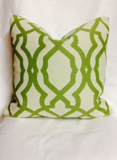 Bella Dura Pride Garden Pillow Cover 18 x 18 Indoor Outdoor Lime Green Trellis Fabric