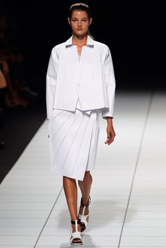 Issey Miyake Spring 2014 Ready-to-Wear Fashion Show Collection