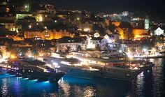 Hvar, 150815. Hvarska luka. Mega jahte Dream i Kogo ponovno u hvarskoj luci. Foto: Damjan Tadic / CROPIX