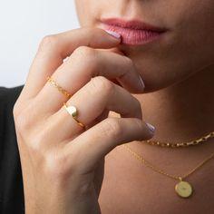 1173934de611 Anillo con medio óvalo liso Oro Una joya que permite combinarse con todos  los estilos.