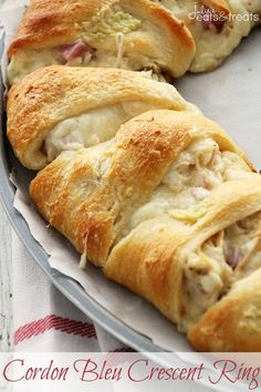 Cordon Bleu Crescent Ring ~ Flaky Crescent Rolls Stuffed with Swiss Cheese, Ham, Chicken and Topped with Garlic Butter! Quick & Easy Dinner! ~ http://www.julieseatsandtreats.com