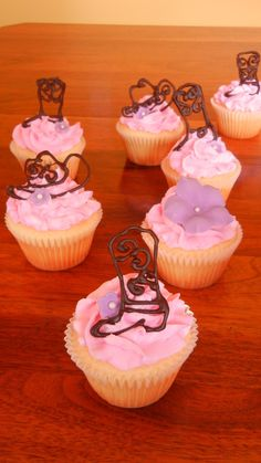 Cowgirl Cupcakes! Bubba's Cakes by Stephanie Fry. Visit the blog: http://bubbascakes.blogspot.ca/