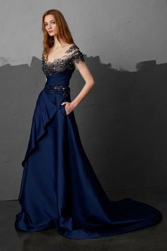 Pamella Roland Pre-Fall A royal blue gown fit for a queen! Beautiful Gowns, Beautiful Outfits, Pretty Dresses, Blue Dresses, Couture Fashion, Fashion Show, Autumn Fashion 2018, Looks Cool, Dress To Impress