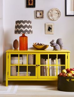 25 No Mantel Fall Decor Ideas – brepurposed What is Decoration? Decoration may be the art of decorating the interior … Retro Home Decor, Fall Home Decor, Autumn Home, Quirky Decor, Book Cabinet, Media Cabinet, Diy Home Decor For Apartments, Home And Deco, Home And Living