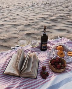 - - Emerald Forest Picnic Rug PRE-ORDER I like it, I want it Photography lovers fruit by the sea 🍒🍑🍉 Summer vibes sunsets There is aesthetic picnic photoshoot ideas at the seaside. Picnic Date, Beach Picnic, Summer Picnic, Summer Aesthetic, Aesthetic Food, Sage Butter Sauce, Comida Picnic, Summer Dream, Style Summer