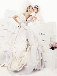 La mariée dans vogue paris Photographie prise par Giampaolo Sgura pour la série Noces Blanches du numéro d'avril 2009 de Vogue Paris