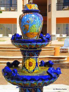 Wish I had a fountain like this with vivid Mexican ceramic . Mexican Home Decor, Mexican Folk Art, Mexican Decorations, Mexican Hacienda, Hacienda Style, Bird Bath Garden, Garden Water, Mexican Garden, Mexican Ceramics