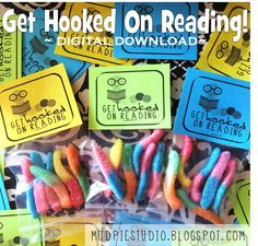Bookworm Read Summer Tag Topper Label Digital by themudpiestudio Staff Gifts, Faculty And Staff, Party Food And Drinks, Bag Toppers, Room Mom, School Parties, Treat Bags, Favor Tags, Teacher Appreciation