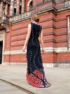 The #Nespresso One of a kind a kind dress featured a fabulous train embelllished with recycled coffee capsules http://www.ethical-hedonist.com/
