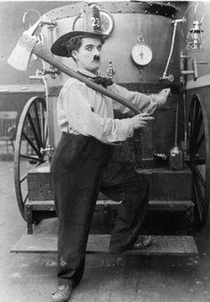 "Charlie Chaplin nel film ""The Fireman"" Paulette Goddard, Vevey, Charlie Chaplin, Stan Laurel, Silent Film Stars, Movie Stars, Mabel Normand, Chaplin Film, Fantasy Books"