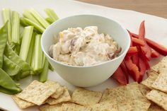 Love maple and bacon? Your favourites partner up one more time in this Quebec Maple Syrup & Bacon Dip - a decidedly delicious appetizer served with crisp veggie dippers and assorted crackers. Bacon Cheese Dips, Bacon Dip, Egg Recipes, Cooking Recipes, What's Cooking, Recipies, Yummy Appetizers, Appetizer Recipes, Fresh Vegetables