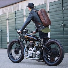 Bobber and bag on point. Thanks for sharing @oaksandphoenix! . #dropmoto