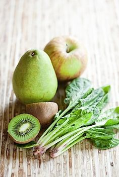 3 apples, 2 pears, 3 kiwi and 1 to 2 cups of spinach