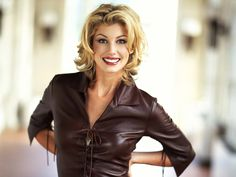 Faith Hill..... Love this hairstyle.  Sporty but classy