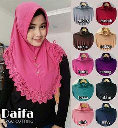 Jilbab instan / Hijab Bergo Daifa Cutting jersey, Jilbab bergo pad antem (anti tembem), dengan variasi serut samping (tali hidup) dan payet di bagian dada, serta aksen cutting di ujung sekeliling jilbab, praktis dan cantik