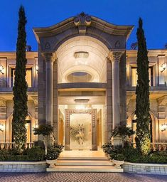 This would be the front entrance to my house. I want other people to be in awe of my house, which is why everything in he front has to be jaw-dropping. The entrance has to be the first thing other people look at when they pass by or visit my house. Design Exterior, Dream Mansion, Mansions Homes, Luxury Mansions, Modern Mansion, Le Palais, Celebrity Houses, Classic House, House Goals