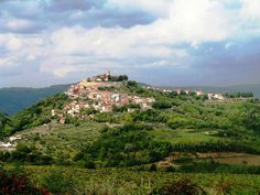 The heart of Istria - Motovun. Many people compare Istria to Tuscany, and one of the reasons are hillside towns like Motovun. Tuscany, Mountains, Heart, Nature, People, Travel, Beautiful, Croatia, Naturaleza