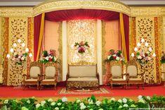 55 Gambar Dekorasi Pelaminan Minimalis Modern Dan Klasik | Desainrumahnya.com Wedding Stage Backdrop, Wedding Reception, Backdrops, Wedding Organizer, Wallpaper, Goku, Wedding Things, Allah, Interior