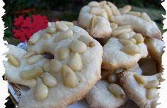 Recette - Petits croissants aux pignons ( sans beurre ) - Notée 4.7/5 par les internautes Croissants, Biscuits, Garlic, Vegetables, Food, Butter, Recipe, Shaped Cookie, Meal
