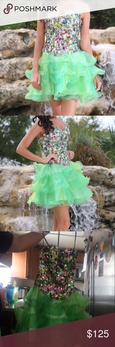 00-0 green cocktail dress 00-0 green cocktail dress, perfect for homecoming ! Dresses Strapless