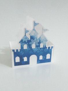 caixa de papel decorada com castelo de princesa para o tema Frozen . Fazemos em qualquer cor e para qualquer princesa. <br>Altura: 10.90 cm <br>Largura: 10.10 cm <br>Comprimento: 4.70 cm