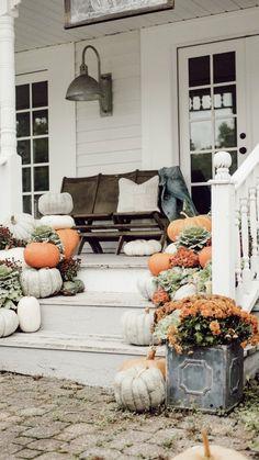 Farmhouse Fall Porch Steps Porch decor ideas with a vintage, primitive, farmhouse flair Fall Home Decor, Autumn Home, Diy Home Decor, Farmhouse Front Porches, Porch Steps, House With Porch, Outdoor Living, Outdoor Decor, Porch Decorating