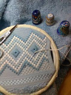 Hardanger Embroidery Design Risultati Im - Post Bargello Needlepoint, Bargello Patterns, Needlepoint Stitches, Needlework, Embroidery Designs, Hand Embroidery Kits, Hardanger Embroidery, Cross Stitch Embroidery, Swedish Weaving