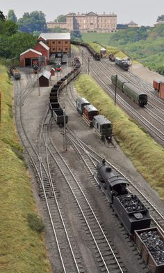scale 00 gauge Ackthorpe is the Southampton Model Railway Society's latest OO gauge layout. It represents a complete break from Society tradition in not being based on Southern Railway o… N Scale Model Trains, Model Train Layouts, Scale Models, Train Ho, Train Miniature, Escala Ho, Standard Gauge, Hobby Trains, Southampton